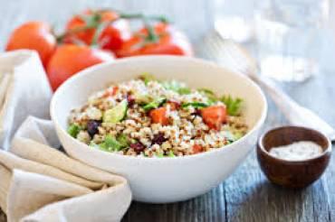 Σαλάτα λαχανικών με κινόα – 145 Kcal